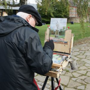 Artist Jerome Hunt painting in Norwich Cathedral Close