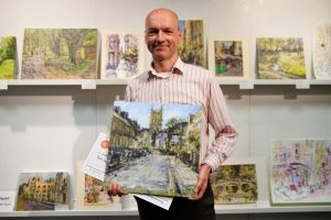 Andrew Horrod with his First Prize in Acrylics painting of Portugal Street at Paint Out Cambrideg 2019