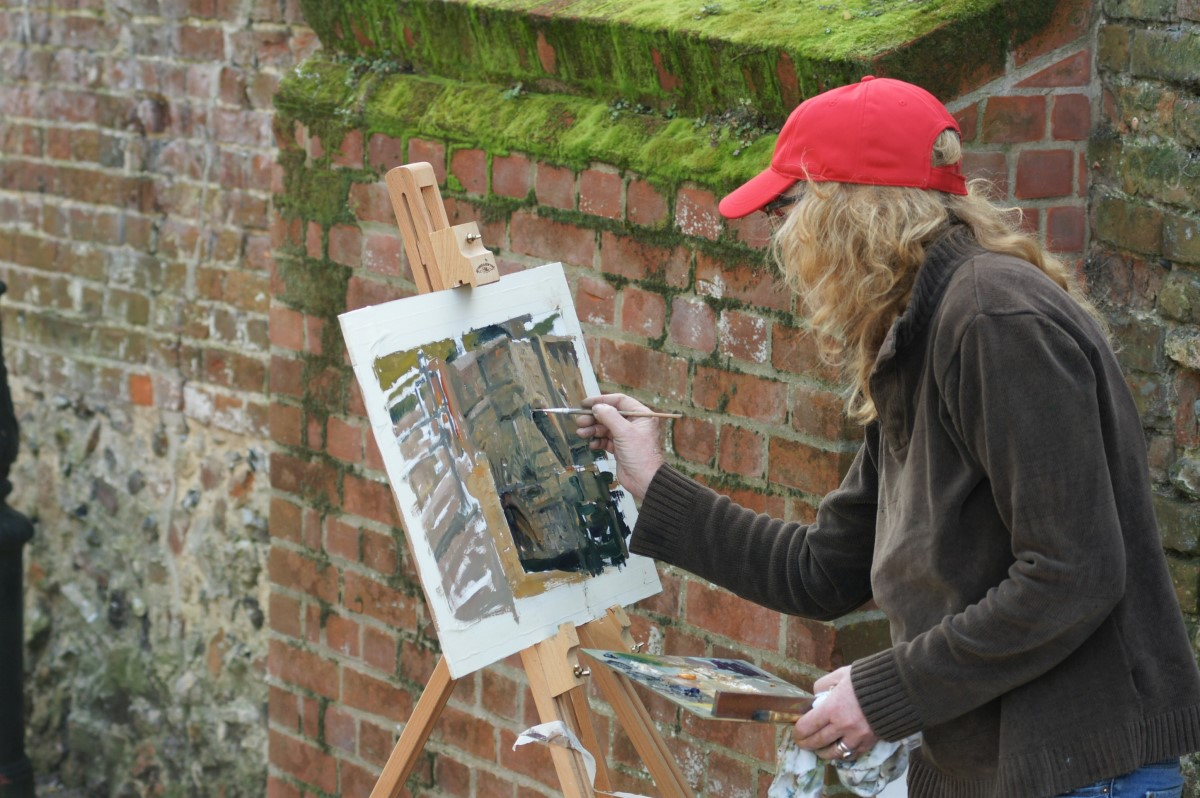 Artist Susan Field painting on Bishop's Bridge, Paint Out Norwich 2017. Photo © Katy Jon Went